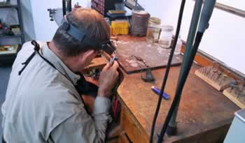 Experienced bench jeweler on site